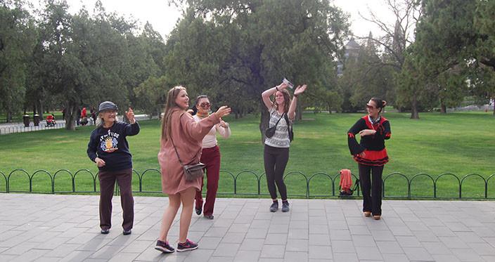 2k_i_Beijing_2015-Dans-i-parken