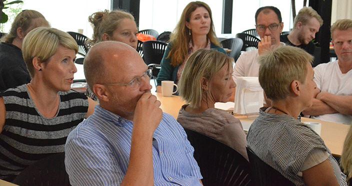Lærerne giver input til Lotte Roed