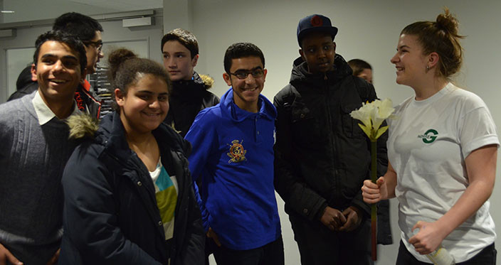 Information Evening 2015 - Student-guide with flower