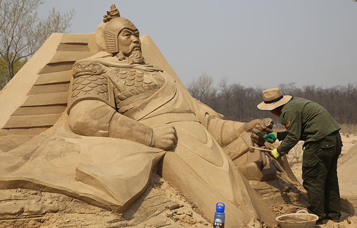 2k_i_Qinhuangdao_2015-Sandskulptur