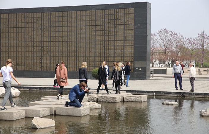 2k_i_Qinhuangdao_2015-TangshanJordskaelvsmuseum